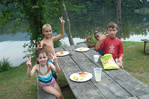 Kid's picnic at Lake Shaftsbury State Park